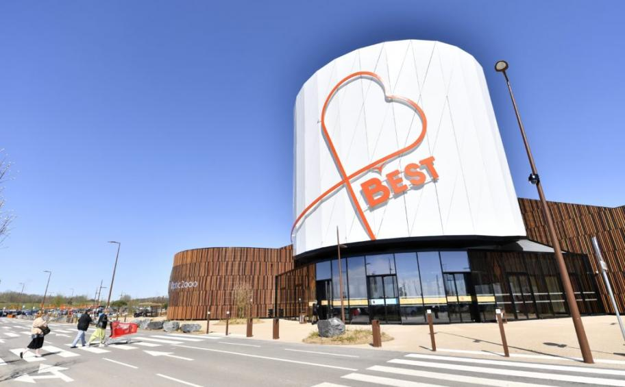 The shopping mall new generation B' Est, realized by Eiffage Construction, opens its doors in Moselle