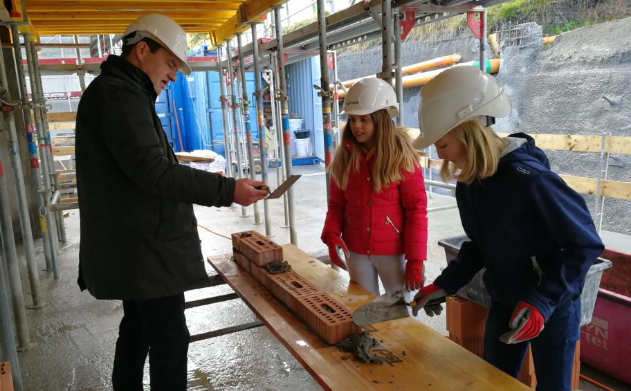 Priora made discover the construction jobs to the children during the traditional Day of the Future in Switzerland